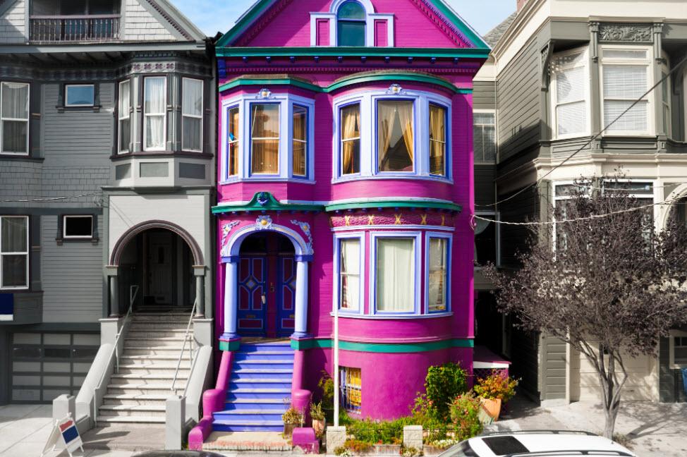 Окрашенный фасад дома