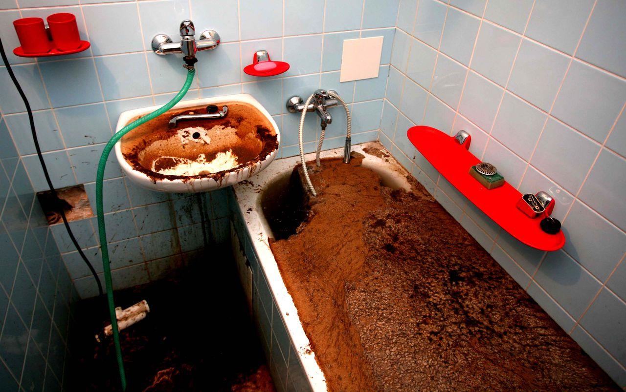 Боремся с протечками в ванной