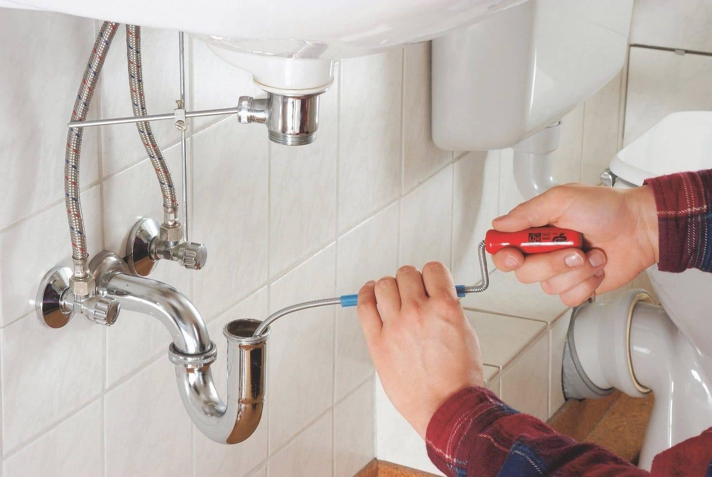 Как устранить запах из канализации в ванной комнате?